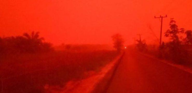 Marte? Céu fica vermelho na Indonésia por causa de queimadas; veja