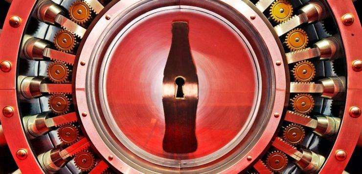 Como a fórmula secreta da Coca-Cola é protegida há tanto tempo