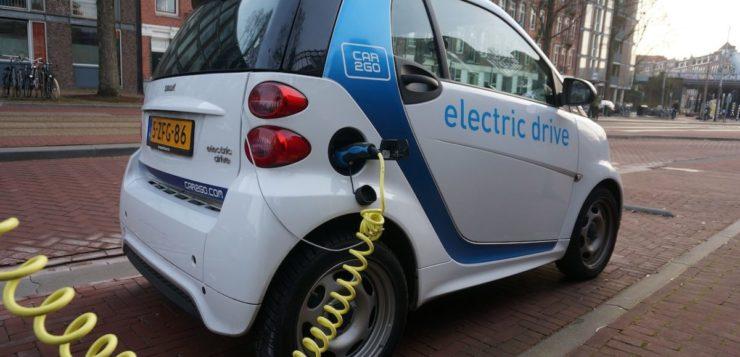 Carros que usam combustível fóssil podem ser proibidos no Brasil em 2060