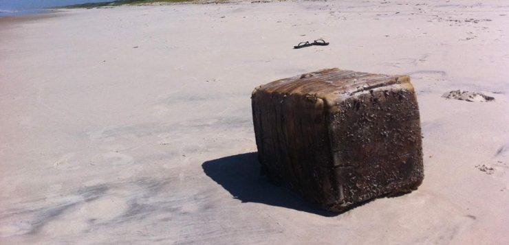 Caixas misteriosas que apareceram no nordeste podem ser perigosas para animais