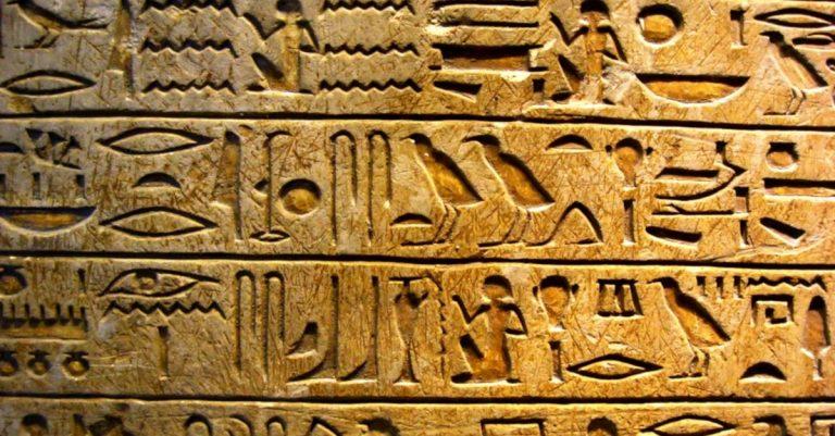 Google lança ferramenta de inteligência artificial para ensinar hieróglifos