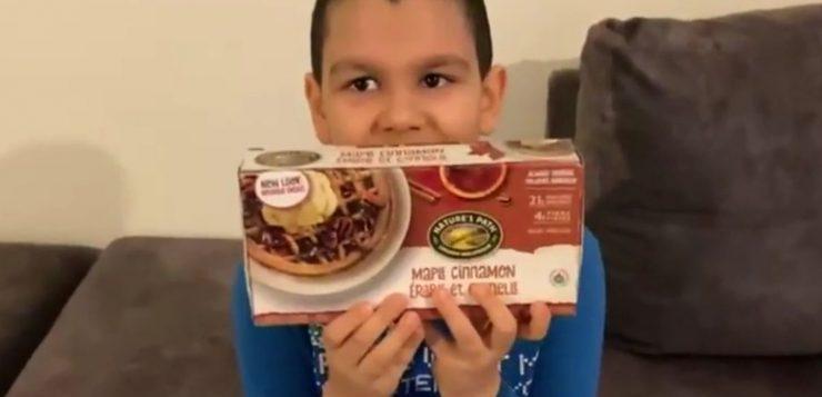 Mãe de autista inicia campanha em busca de waffles que saíram de linha