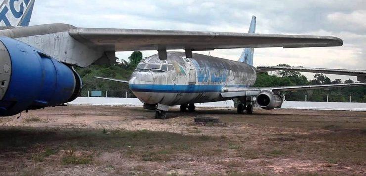 aviões abandonados