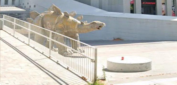 estátua dinossauro