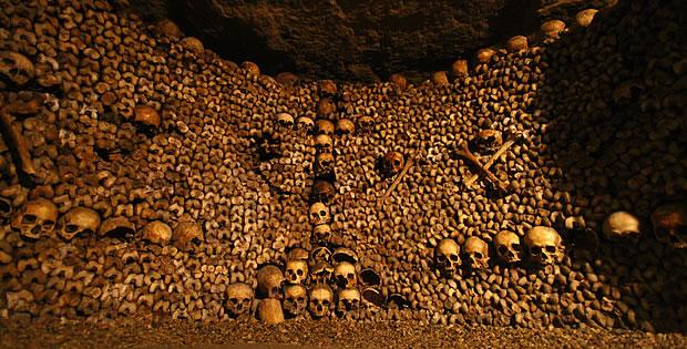 catacumbas-de-paris-ossos-empilhados
