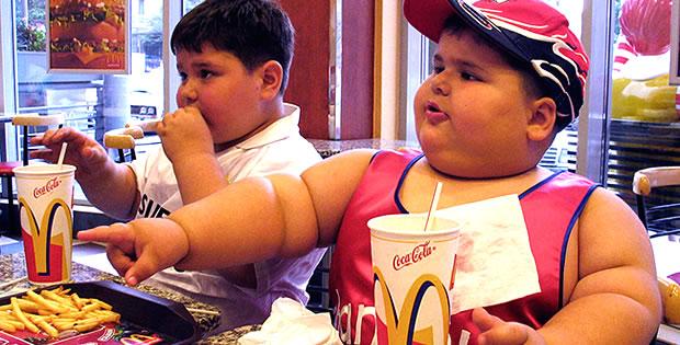 criancas-gordas-comendo-big-marc