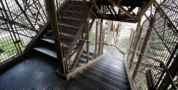 escadas-torre-eiffel