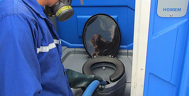 faxineiro-de-banheiro-químico