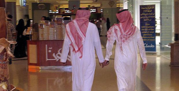 homens-arabes-maos-dadas