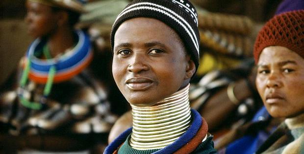 mulher-girafa-tribo-ndebele