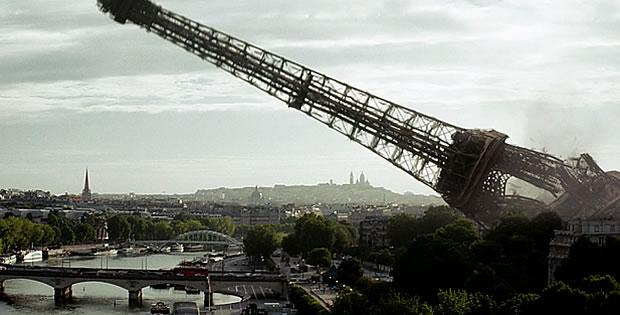 torre-eiffel-caindo